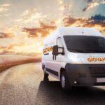 furgoneta de Mudanzas Giovanny en carretera